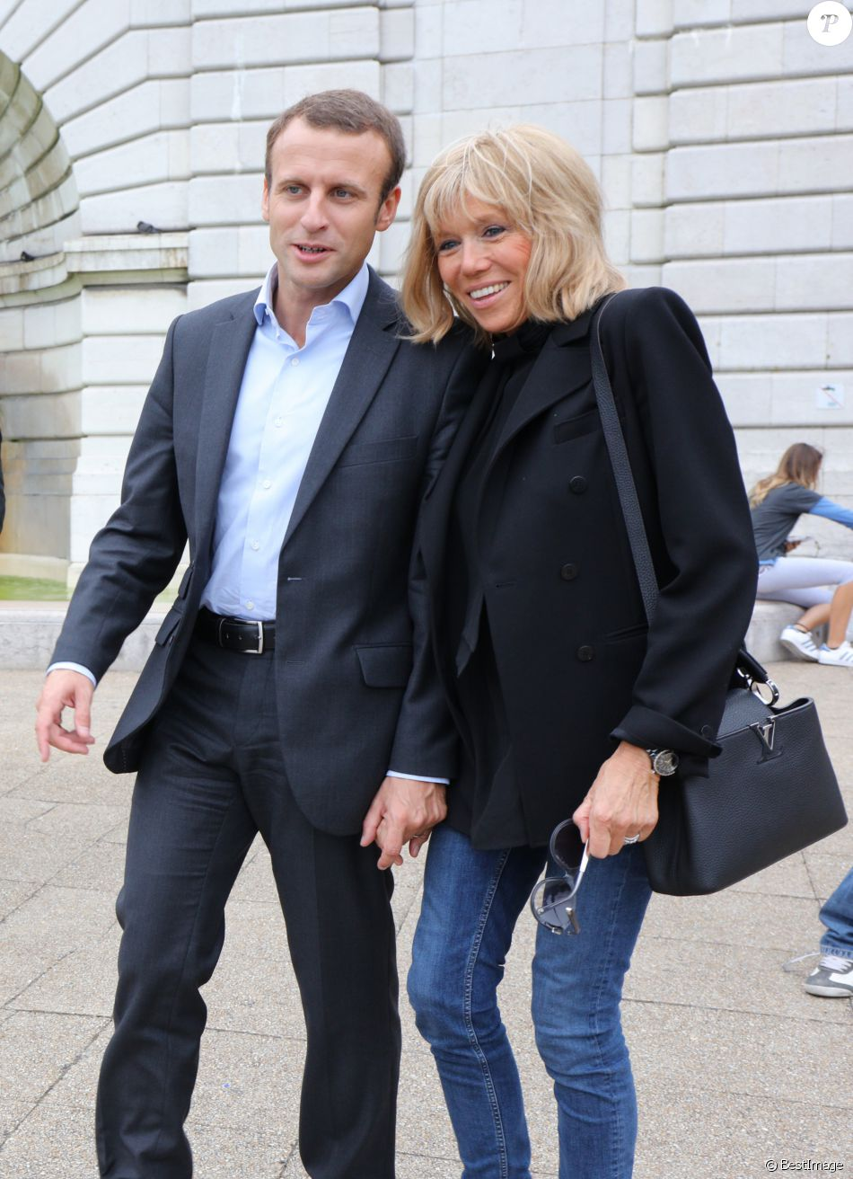 brigitte macron l 39 intime portrait j 39 ai t une adolescente en souffrance purepeople. Black Bedroom Furniture Sets. Home Design Ideas