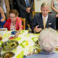 Le roi Philippe et la reine Mathilde de Belgique visitaient le 13 septembre 2016 l'Auberge du Vivier, un centre inter-générationnel à Habay-la-Neuve.