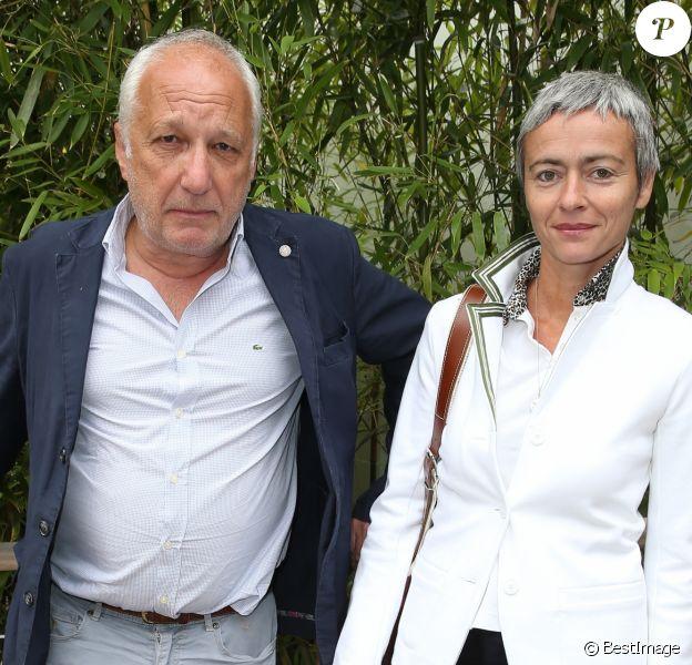 François Berléand et sa compagne Aléxia Strési - People au village des Internationaux de France de tennis de Roland Garros à Paris. Le 2 juin 2015