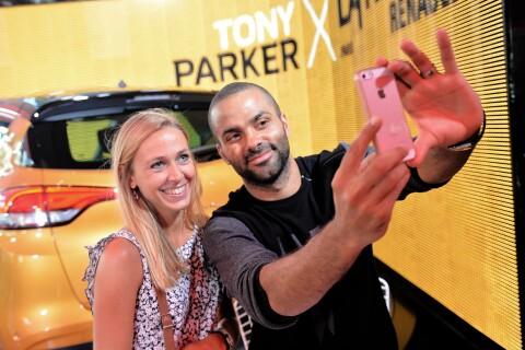 Tony Parker : Un père de famille à l'aise dans son atelier avec ses fans