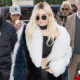 Kendall Jenner - Kendall Jenner (en blonde) à la sortie du restaurant l'Avenue à Paris le 3 mars 2016