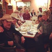 Johnny Hallyday : Entre les Coyote Girls et Laeticia, son coeur balance...