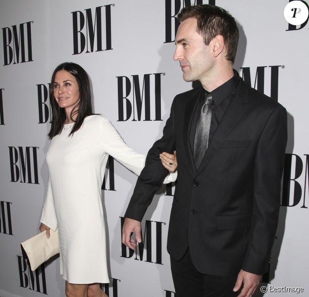 Courteney Cox et son fiancé Johnny McDaid lors des la 64 ème soirée annuelle des BMI Pop Awards au Beverly Wilshire Four Seasons Hotel à Los Angeles, le 10 mai 2016.