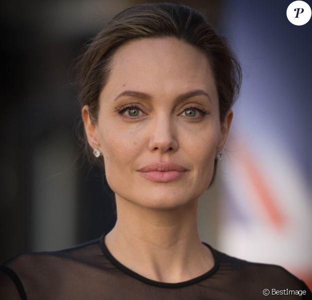 Angelina Jolie arrive à une conférence sur le maintien de la paix de l'ONU à Londres le 8 septembre 2016.