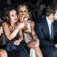 Michelle Hunziker avec sa fille Aurora Ramazzotti et son mari Tomaso Trussardi assistent au défilé de mode Trussardi lors de la Fashion Week à Milan, le 25 septembre 2016.