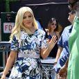 """Tori Spelling fait une apparition au show """"Extra"""" à Universal Studios à Hollywood, le 16 juin 2016. © CPA/Bestimage"""