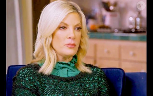 Tori Spelling dans l'émission Hollywood Medium With Tyler Henry, diffusée sur E!. Image extraite d'une vidéo publiée sur le site Us Weekly.