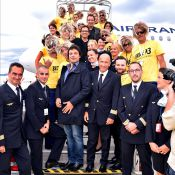 """Jean Dujardin: Le """"roi de la casse"""" fait le show à Nice et Hossegor pour Brice 3"""