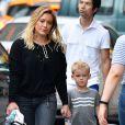 Exclusif - Hilary Duff se balade avec son fils Luca dans les rues de New York, le 20 septembre 2016