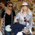 Hilary Duff balade son fils Luca dans Soho à New York City, New York, Etats-Unis, le 15 septembre 2016. © Agence/Bestimage