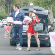Exclusif - Hilary Duff, Mike Comrie et leur fils Mike Comrie arrivent à l' anniversaire de la fille d'Haylie Duff, Ryan, à Los Angeles le 7 mai 2016.