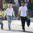 Hilary Duff et son mari Mike Comrie, dont elle est séparée, se promènent avec leur fils Luca à West Hollywood, le 23 novembre 2014