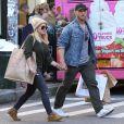 Hilary Duff confirme être en couple avec son entraîneur sportif Jason Walsh lors d'une interview pour Fox5 en septembre 2016