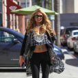 Exclusif - Paris Hilton va acheter des jus de fruits, puis se rend au salon Anastasia à Beverly Hills , le 6 septembre 2016.