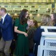 Le prince William et Kate Middleton, duc et duchesse de Cambridge, en visite sur le campus de l'Université de Colombie-Britannique à Kelowna dans la vallée de l'Okanagan, au matin du quatrième jour de leur visite officielle au Canada, le 27 septembre 2016