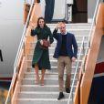 Le prince William, duc de Cambridge, et Kate Middleton, duchesse de Cambridge, lors de leur arrivée à l'aéroport de Whitehorse, le 27 septembre 2016 pendant leur 4e jour de visite au Canada.
