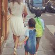 Melissa Theuriau avec ses deux enfants Leon et Lila au mopment de la rentrée.