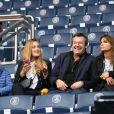 Jean-Luc Reichmann, sa femme Nathalie et deux de leurs enfants lors du match PSG - Bordeaux au Parc des Princes le 1er octobre 2016. © Cyril Moreau / Bestimage