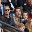 Franck Dubosc et Jean Sarkozy avec leurs fils respectifs, Raphaël et Solal, lors du match PSG - Bordeaux au Parc des Princes le 1er octobre 2016. © Cyril Moreau / Bestimage