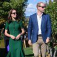 """Le prince William et Catherine Kate Middleton, la duchesse de Cambridge assistent à un festival gastronomique local """"A Taste of British-Colombia"""" dans l'établissement viticole de Mission Hill à Kelowna, dans le cadre de son voyage officiel au Canada, le 27 septembre 2016. Le chef Vikram Vij a donné un exemplaire de son livre de recettes indiennes à la duchesse.  27 September 2016. The Royal Tour of British Columbia and Yukon. The Duke and Duchess of Cambridge travel to Kelowna Canada. Here, Prince William and Catherine had a beautiful afternoon touring vineyards, sampling deliciously prepared B.C. foods and meeting young children. William walked through the green vineyards bursting with purple grapes. He harvested a bunch and handed it to Catherine. William tasted the grapes. The royal couple also sampled several dishes at a taste of B.C. Harvest event at the estate. Renowned B.C. chef Vikram Vij gave the Duchess one of his Indian food cookbooks. Both Catherine and William ate an Indian lamb dish Vij prepared. Via and William also discussed Indian spices, with William saying he likes hot but not too hot.27/09/2016 - Kelowna"""
