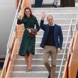 Le prince William, duc de Cambridge et Catherine Kate Middleton, la duchesse de Cambridge lors de leur arrivée à l'aéroport de Whitehorse, le 27 septembre 2016 pendant leur 4ème jour de visite au Canada.  The Duke and Duchess of Cambridge arrive at Whitehorse Airport in Whitehorse, Canada, during the fourth day of the Royal Tour to Canada.27/09/2016 - Whitehorse