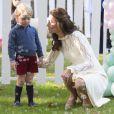 La duchesse Catherine de Cambridge portait une robe See by Chloé lors d'un événement avec son mari William et leurs enfants George et Charlotte à Victoria au Canada le 29 septembre 2016.