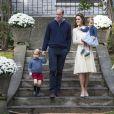 Le prince George et la princesse Charlotte de Cambridge avec leurs parents le prince William et la duchesse Catherine de Cambridge lors d'une fête pour enfants à la Maison du Gouvernement à Victoria, au Canada, le 29 septembre 2016.