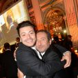 Kev Adams et Patrick Timsit lors du dîner de la fondation ARC au restaurant de l'hôtel The Peninsula à Paris le 10 octobre 2016.