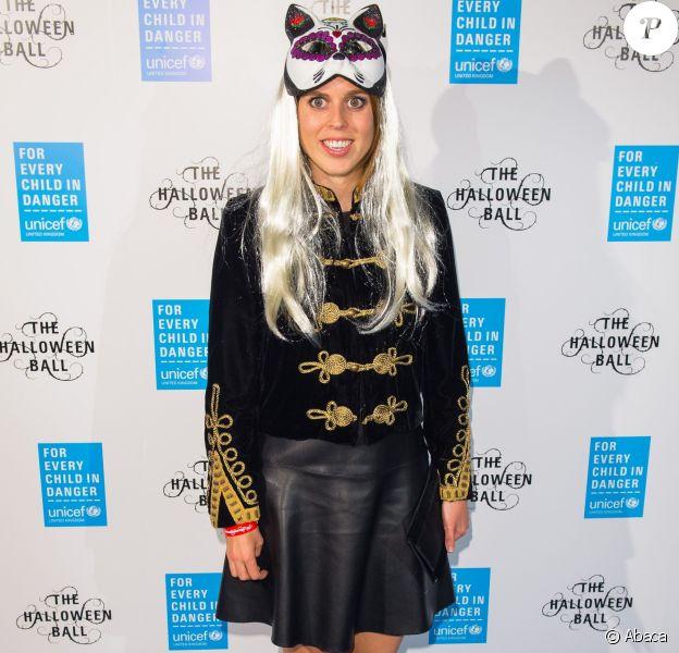 La princesse Beatrice d'York a tenté un déguisement assez improbable lors du Bal d'Halloween de l'UNICEF au profit des enfants réfugiés syriens à la salle One Embankment à Londres le 13 octobre 2016.