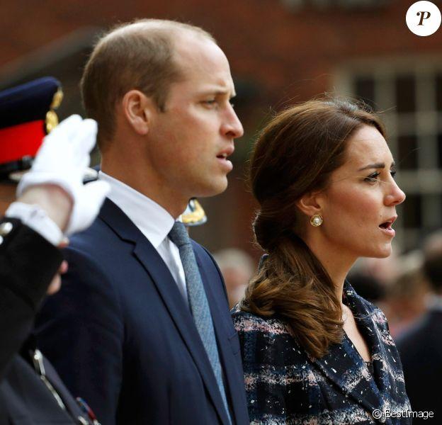Kate Middleton, duchesse de Cambridge, et le prince William, duc de Cambridge, lors d'une cérémonie commémorative au cénotaphe de Manchester le 14 octobre 2016.