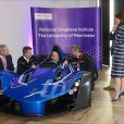Le prince William, duc de Cambridge et Catherine Kate Middleton, duchesse de Cambridge, visitent l'université de Manchester le 14 octobre 2016.  14th October 2016 Manchester UK Britain's Prince William and Catherine, Duchess of Cambridge, visit The University of Manchester to view the National Graphene Institute. Graphene is the thinnest, strongest and most conductive material on the planet. Prince William tried out a sports car built from the material.14/10/2016 - Manchester