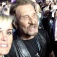 Johnny et Laeticia Hallyday chantent à tue-tête durant le concert des Rolling Stones à Indio, le 14 octobre 2016. (Capture d'écran d'une vidéo postée sur Instagram)