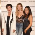 """Khloe Kardashian et sa mère Kris Jenner, Emma Grede - Khloe Kardashian au lancement de sa nouvelle ligne de jeans baptisée """"Good American"""" dans la boutique Nordstrom à Los Angeles, le 18 octobre 2016."""