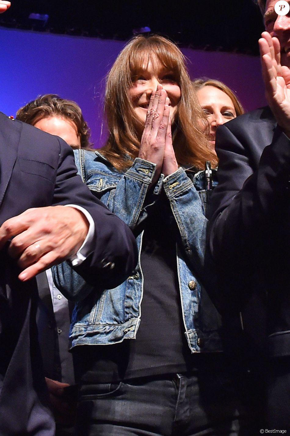 Carla Bruni-Sarkozy durant un meeting de Nicolas Sarkozy au Palais des Congrès Neptune à Toulon, France, le 21 octobre 2016, pour la campagne des primaires des Républicains en vue de l'élection présidentielle de 2017. © Bruno Bebert/Bestimage
