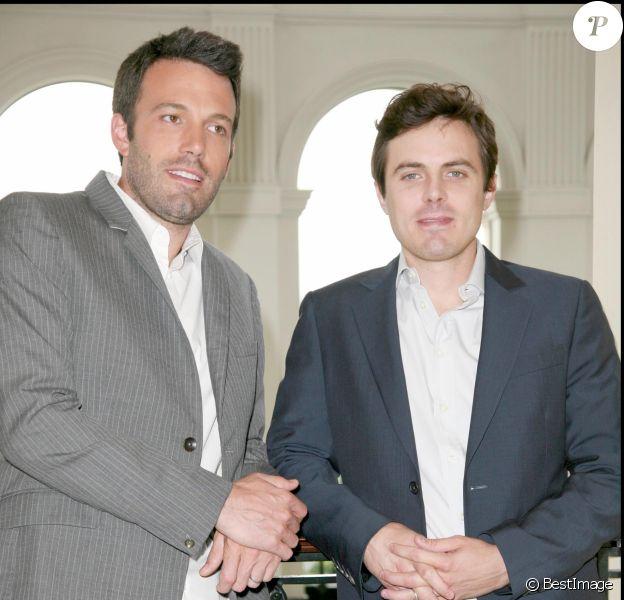 Ben Affleck et son frère Casey à Londres lors du photocall du film Gone Baby Gone à Londres le 27 mai 2008