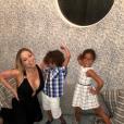 Mariah Carey et ses enfants Monroe et Morrocan au restaurant Au Fudge, l'établissement kid-friendly de Jessica Biel. Photo publiée sur Instagram, le 8 août 2016