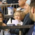 Exclusif - Le chanteur Michael Bublé est allé voir un match de football de l'équipe des Whitecaps avec son fils Noah à Vancouver. Le 26 août 2015 © CPA / Bestimage