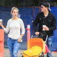 Exclusif - Michael Bublé, sa femme Luisana Lopilato et leur fils Noah (poussette Bugaboo) font du shopping à Vancouver Le 18 octobre 2014