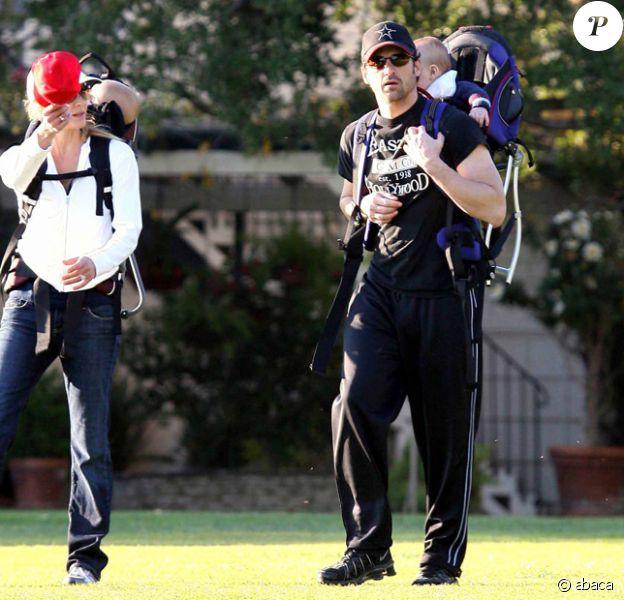 Patrick Dempsey se promène avec sa femme et leurs jumeaux