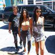 Kim et Kourtney Kardashian en pleine séance de shopping à Miami Le 16 septembre 2016
