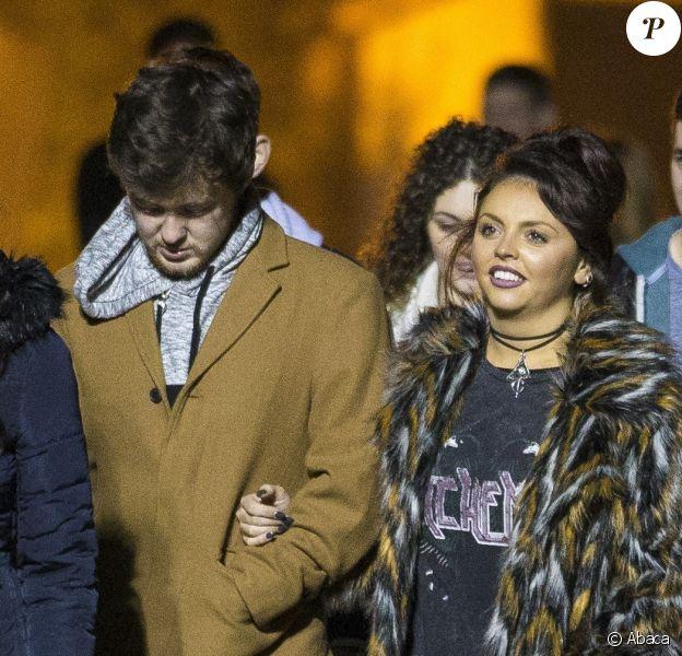 Jesy Nelson et son fiancé Jake Roche passent la soirée au Thorpe Park's Fright Night de Chertsey, le 18 octobre 2015