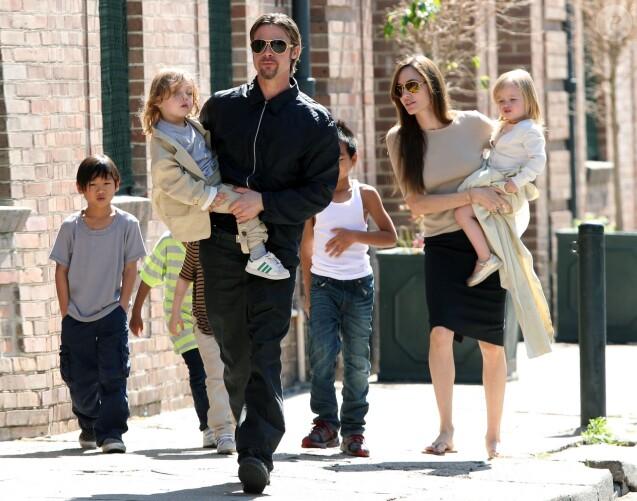 Brad Pitt, Angelina Jolie et leur six enfants à la Nouvelle-Orléans le 20 mars 2011.