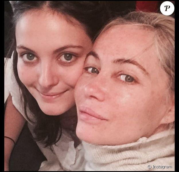 Emmanuelle Béart posant avec sa fille Nelly pour son 24e anniversaire, le 19 novembre 2016