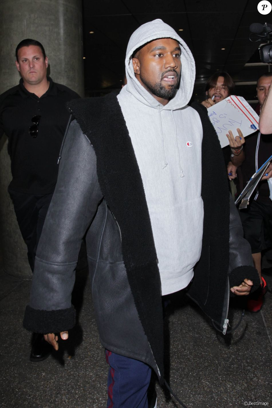 Kanye West à l'aéroport de Los Angeles le 15 novembre 2016.
