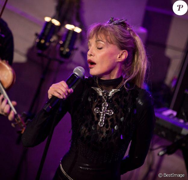 Arielle Dombasle en concert au Grand Palais à Paris le 26 octobre 2016 © Cyril Moreau / Bestimage