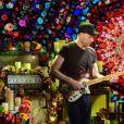 """Jonny Buckland (Coldplay), Chris Martin (Coldplay) - People sur le plateau de l'émission TV """"Che tempo che Fa"""" à Milan en Italie le 13 novembre 2016."""