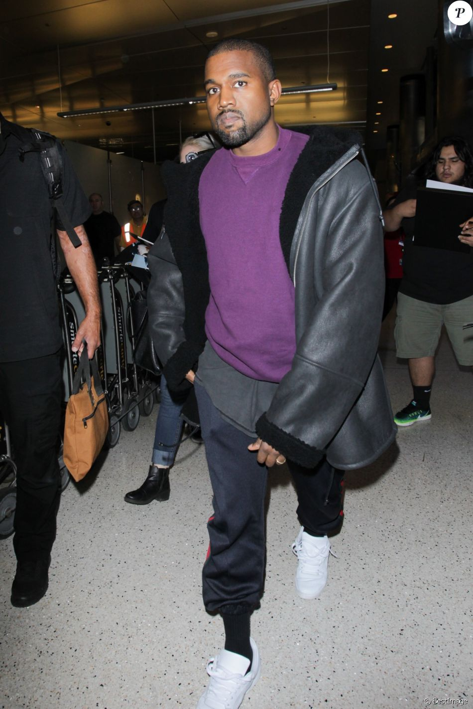 Kanye West arrive à l'aéroport de Los Angeles (LAX), le 11 novembre 2016.