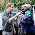 Le prince Harry se rend sur le site de l'association qui lutte pour la protection des tortues - Le prince Harry en visite sur l'île de Saint-Vincent-et-les-Grenadines à l'occasion de son voyage officiel de 15 jours dans les Caraïbes le 26 novembre 2016