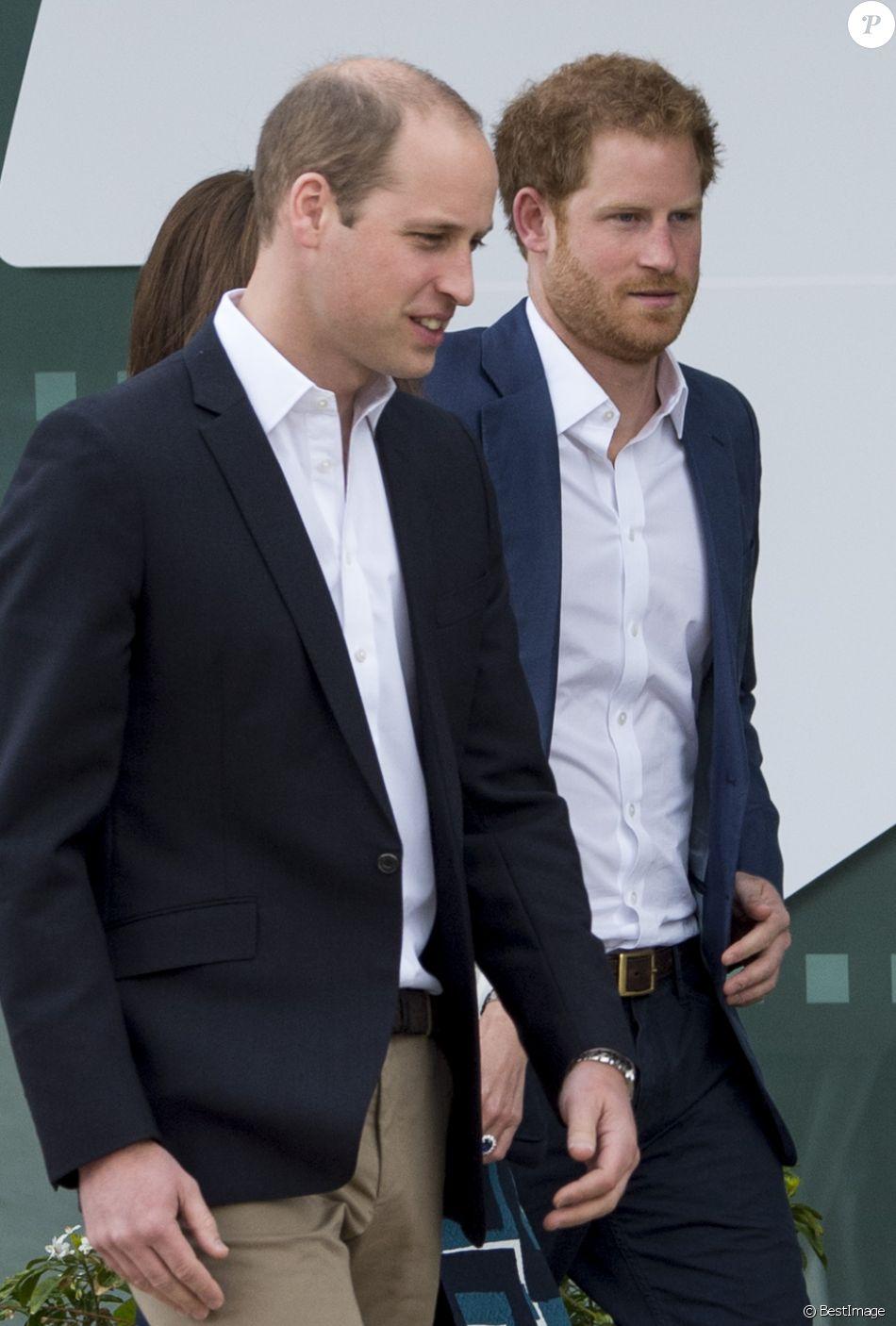 """Le prince William duc de Cambridge, Catherine Kate Middleton, duchesse de Cambridge et le prince Harry arrivent au lancement de la campagne """"Heads Together"""" à Londres le 16 mai 2016 à l'Olympic Park."""