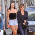 Exclusif - Lisa Rinna se promène avec sa fille Amelia Hamlin dans les rues de Beverly Hills, le 17 août 2016